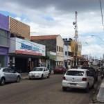 Departamento de Trânsito atua na desocupação de calçadas no comércio local.