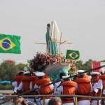 Católicos foram ao mar e as ruas no encerramento da festa da Nossa Senhora do Navegantes.