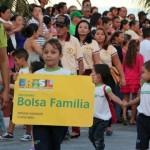 Governo Federal já cortou quase 800 mil famílias do Programa Bolsa Família.