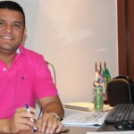 Prefeito Hélio antecipa pagamentos de servidores aquecendo a economia do município.