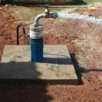Prefeitura de Guamaré leva água para quem tem sede com mais uma perfuração de poço Jorrante.