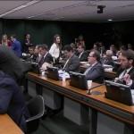 Comissão da Câmara aprova cláusula de barreira para partidos e fim das coligações